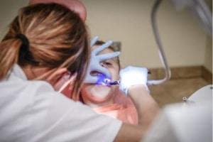 dentist detect tooth decay cari vu